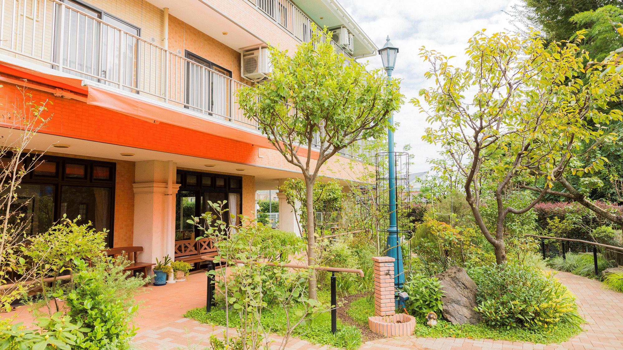カーロガーデンには緑が溢れています。四季を感じる第二の家です。